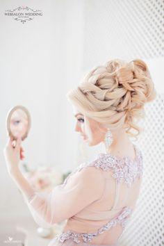 Intricate Wedding Hairstyles - MODwedding The most beautiful hair ideas, the most trend hairstyles o Bride Hairstyles, Cool Hairstyles, Medium Hair Styles, Short Hair Styles, Wedding Braids, How To Style Bangs, Brown Blonde Hair, Mod Wedding, Dream Wedding