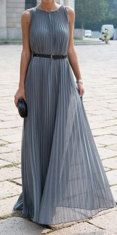 Grey pleated maxi - Visita juliarodnaldini.blogspot.com.ar para encontrar Tips de Moda y Belleza ♥