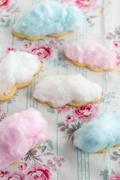 Cotton candy cloud cookies // blue, pink and white // kids party food Cotton Candy Cookies, Sugar Cookies, Cotton Candy Party, Party Candy, Cloud Party, Decoration Evenementielle, Cotton Candy Clouds, Candy Floss, Party Desserts