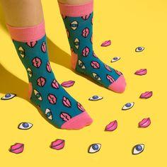 EYE see a neat pair of socks!   #socks #lips #eyes #funnysocks #neat #happysocks Funky Socks, Crazy Socks, Cute Socks, Colorful Socks, Awesome Socks, Fotografia Social, Striped Socks, Look Vintage, Happy Socks