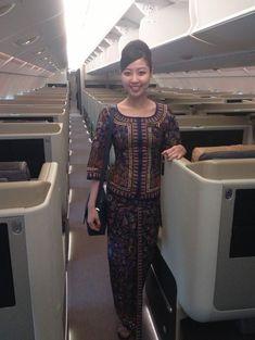 Air Hostess Uniform, Airline Cabin Crew, Airline Uniforms, Airline Flights, Military Women, Flight Attendant, Traditional Dresses, Singapore, Female