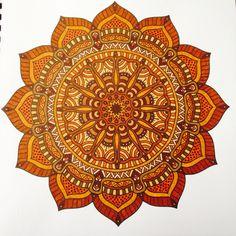Uit het tweede enige echte mandala kleurboek Mandala Flower, Coloring Books, Coloring Pages, Hamsa Art, Mandala Artwork, Doodle Inspiration, Mandala Coloring, Mandala Pattern, Fractal Art