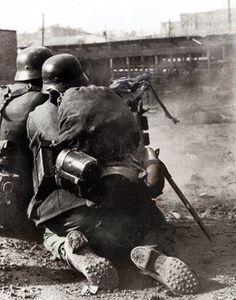 German MG team in Stalingrad 1942