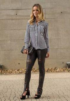 camisa listrada feminina com calca rasgadinha