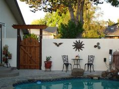 4 Delightful Clever Tips: Horizontal Fence Stain fence for backyard garden ideas.Fence Ideas On A Budget fence art colour.Fence Ideas On A Budget. Small Fence, Horizontal Fence, Front Yard Fence, Fenced In Yard, Front Entry, Glass Fence, Concrete Fence, Bamboo Fence, Cedar Fence