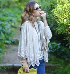 Lace - same girl! But cute clothes. Kimono Coat, Lace Kimono, Kimono Style, Crochet Jacket, Lace Jacket, Claudia Schiffer, Gwyneth Paltrow, Moda Kimono, Chloe