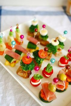 cocktail hors d'oeuvres! Appetizer Buffet, Easy Party Food, Birthday Dinners, Christmas Cooking, Appetisers, Antipasto, Creative Food, Food Presentation, High Tea
