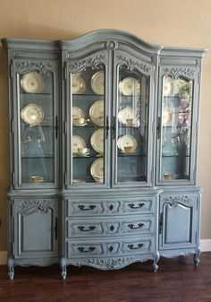 Shabby paint: baby boo, 1 coat sheer and black vax 4 to then black vax in detail Furniture Rehab, China Cabinet, Blue Painted Furniture, Furniture Makeover, Refurbished Furniture, Painted China Cabinets, Furniture Inspiration, Shabby Paints, Paint Furniture