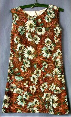 1970 Dress 1970s Clothing, Ladies Day Dresses, Older Siblings, Teenage Years, Passion For Fashion, Floral Tops, Sewing, Lady, How To Wear