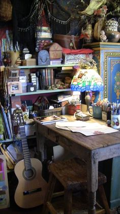 Creative Art Studio Organization Ideas For Workspace Desks 42 Bohemian House, Bohemian Interior, Bohemian Decor, Bohemian Studio, Bohemian Office, Art Studio At Home, Home Art, Art Studio Organization, Organization Ideas
