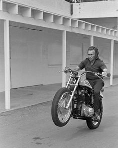 Evel Knievel warming up on the day of a jump. ⚡️ #evelknievel #american #daredevil #dare #harley #harleydavidson #icon #legend #motorcycle #motorbike #hero  via ✨ @padgram ✨(http://dl.padgram.com)