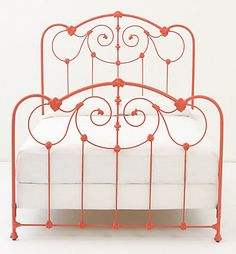 iron bed... need one.