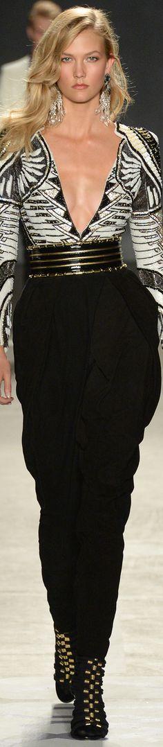 Balmain x H&M Collaboration Collection Runway 2015 ♥ jαɢlαdy Love Fashion, Runway Fashion, High Fashion, Fashion Show, Womens Fashion, Fashion Design, Kitenge, Karlie Kloss, Christophe Decarnin