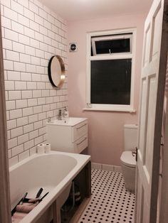 I have a pretty pink bathroom. Farrow and Ball - Calamine