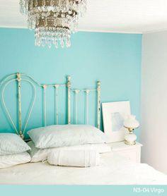 Déjate cautivar por el color acuario de Comex para tu dormitorio.