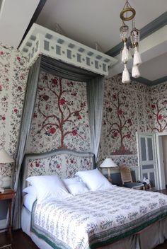 137- Château de la Ballue (Bazouges-la-Pérouse, France): Chambre Perse.- § LA BALLUE: French Country Decorating, Decoration, Furniture, Home Decor, Country Decor, Old Homes, Brittany, Bedroom, Decor