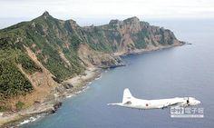 美呼籲日本巡邏南海,陸官媒警告會嚴厲回敬。圖為2011年10月,日本海上自衛隊的P-3C反潛巡邏機從釣魚台附近飛過。(CFP)