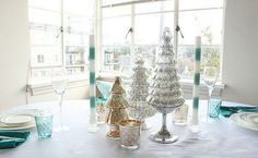 Coco + Kelley shares a beautiful winter wonderland tablescape.