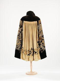 Evening cape ca. 1925 Design House: Myrbor (French, 1922-1936) Designer: Textile attributed Sarah Lipska (Polish, 1882-1973) Culture: French. Medium: silk, metal (hva)