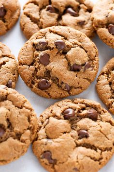 These easy Flourless Almond Butter Chocolate Chip Cookies have no butter or flour - almond butter, coconut sugar, choc chips.These cookies are also sweetened with coconut sugar and are perfect for a healthier dessert. Keto Cookies, Almond Sugar Cookies, Butter Chocolate Chip Cookies, Sugar Cookies Recipe, Healthy Cookies, Cookies Et Biscuits, Coconut Sugar, No Flour Cookies, Chocolate Chips