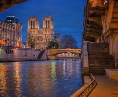 Bonne soirée les amoureux de Paris. Je paye un café à celui ou celle qui me trouve Quasimodo sur ma photo  sinon je suis au chomage pendant une semaine, donc plus ou moins dispo pour des sorties photos ceux qui veulent me voir !  #france #paris #parisjetaime #topparisphoto #pariscityvision #francetourisme #thebest_capture #france_vacations #loves_paris #thewonderful_photo #loves_france_ #igersparis #igersfrance #ig_france #super_france #ig_europe #ig_europa #ig_sharepoint #gf_france…