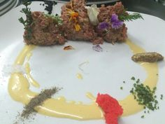 No dejéis de probar el steak tartar de ternera, uno de.los.platos estrella y el más recomendado por clientes