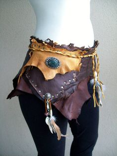 Gypsie pouch belt Made from scraps of lightweight oiltan leather and deerskin, feathers, a turkish button, a coyote tooth Festival Trance, Arte Plumaria, Faerie Costume, Fairy Costumes, Gypsy Style, My Style, Renaissance Costume, Renaissance Gypsy, Fantasy Costumes