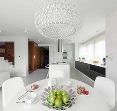 The simple design is explained by the soft white walls. The walls don't have too much decoration except the modern painting in the dining area that becomes a true work of art. Interior Design Companies, Modern Interior Design, Interior Styling, Interior Architecture, Interior Minimalista, Beautiful Kitchens, Beautiful Interiors, Küchen Design, House Design