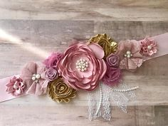 Pink Mauve and Gold Flower Sash Maternity Flower Girl Baby Shower Dress Accessory Photo Prop, Keepsake - ❥Welcome to Belly Boutique Crafts!❥ ♥ Proud to be listing this beautiful pink and gold mixed - Distintivos Baby Shower, Baby Shower Photo Booth, Baby Shower Photos, Baby Shower Flowers, Baby Shower Dresses, Girl Shower, Baby Shower Parties, Baby Shower Gifts, Bridal Shower