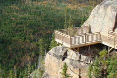 Le Circuit des panoramas fait découvrir des paysages grandioses - Actualités - Courrier du Saguenay/ Anse-St-Jean Garden Bridge, Circuit, Nature, Road Trip, Deck, Outdoor Structures, Outdoor Decor, Landscapes, Vacation