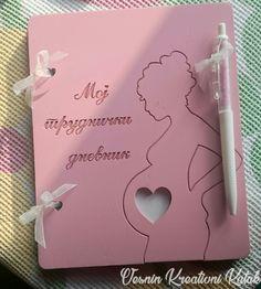 Dnevnik za trudnice - Obradujte buduće mame! Dimenzije: 20*16cm.  #vesninkutak #dnevnikzatrudnice #dnevnik #poklonizatrudnice #trudnice #trudnoca #gifts #pokloni #woodengifts #personalizedgifts #babygirl #babyboy