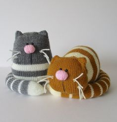 GINGER AND SMUDGE TOY CATS KNITTING PATTERNS A pair of lazy fat cats! Ginger the orange striped cat is having a little rest (well it is hard work being a cat) and he could make a sweet doorstop. Smudge is the grey sitting cat and you could use him as Knitted Cat, Knitted Animals, Knitted Dolls, Knitted Stuffed Animals, Crochet Amigurumi, Crochet Toys, Knit Crochet, Knitting Yarn, Free Knitting