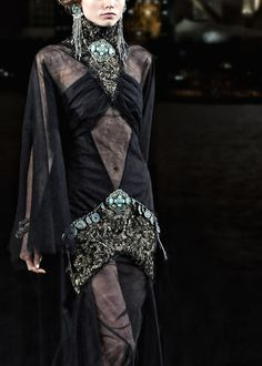 pretaporteravenue:  Chanel Pre-Fall 2010 Ready To Wear | Paris-Shanghai