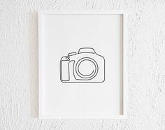 Printable Minimalist Polaroid Lens Drawing Interior Home Decor. One Line Camera Illustration Wall Art. Camera Drawing, Camera Art, Line Camera, Camera Painting, Camera Lens, Simple Line Drawings, Easy Drawings, Line Tattoos, Body Art Tattoos