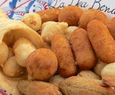 CORNUCOPIA servito in un impasto fritto a forma di cornucopia contenente pizzette di baccalà, fiori di zucca ripieni, zeppoline di cavolo, frittatine, arancini allo zafferano e crocchè.