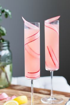 The Rhubarb 75 A Seasonal Variation on the Classic Champagne Cocktail-This Rhubarb a simple, seasonal twist on the classic French will quickly become your favorite (and most elegant) way to day drink. Champagne Cocktail, Cocktail Drinks, Cocktail Recipes, Alcoholic Drinks, Beverages, Cocktail Ideas, Brunch Drinks, Party Drinks, Rhubarb Cocktail