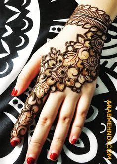 Check the latest mehndi designs 2020 simple and easy for hands, we have collected the most beautiful and decent henna design for hand, you never seen before Basic Mehndi Designs, Floral Henna Designs, Back Hand Mehndi Designs, Finger Henna Designs, Mehndi Designs For Beginners, Mehndi Design Pictures, Mehndi Designs For Fingers, Dulhan Mehndi Designs, Latest Mehndi Designs