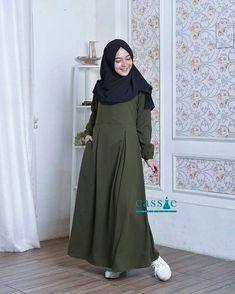 """@cassie_labels -----> """"Mintalah fatwa kepada hatimu. Kebaikan adalah apa saja yang menenangkan hati dan jiwamu. Sedangkan dosa adalah apa yang menyebabkan hati bimbang dan cemas meski banyak orang yang mengatakan bahwa hal tersebut merupakan kebaikan"""". (HR.Muslim) . . Hendaklah kita sebagai muslimah memilih pakaian yang membuat hati menjadi tenang yakni jenis pakaian yang Allah ridhai. . .  Salah satu koleksi BEST SELLER nya produk Cassis """"Misha Dress"""" yang super casual. Cocok banget kamu… Modest Fashion Hijab, Casual Hijab Outfit, Abaya Fashion, Modest Outfits, Fashion Dresses, Muslim Dress, Hijab Dress, Islamic Fashion, Muslim Fashion"""