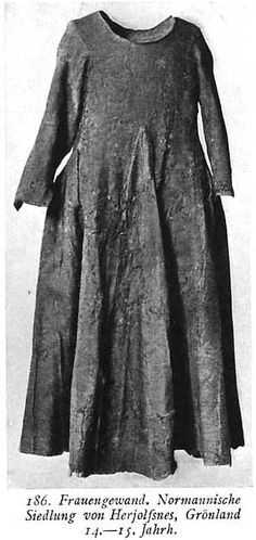 Woman's gown from the Norman settlement of Herjolfsnes, Greenland, Century, I tried to hand sew a copy of this dress. Those gores are a real bitch. Costume Viking, Viking Garb, Medieval Costume, Medieval Dress, Viking Clothing, Antique Clothing, Historical Costume, Historical Clothing, 14th Century Clothing