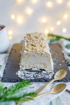 Frosty for the feast: speculoos parfait with hot spice .-Frostiges zum Fest: Spekulatius-Parfait mit heißen Gewürzkirschen [ Everything and other: Frosty for the festival: Spekulatius parfait with hot spiced cherries [ - Parfait Desserts, Köstliche Desserts, Delicious Desserts, Dessert Recipes, Dessert Sans Gluten, Bon Dessert, Dessert Simple, Winter Desserts, Christmas Desserts