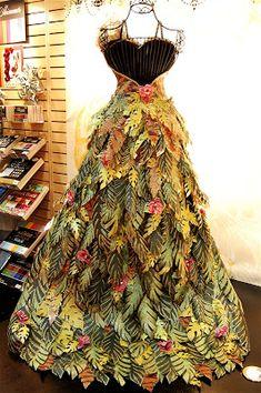Designs: Paper Roses (and fabulous dresses.), Capadia Designs: Paper Roses (and fabulous dresses.), Capadia Designs: Paper Roses (and fabulous dresses. Paper Clothes, Barbie Clothes, Christmas Tree Dress, Christmas Decor, Recycled Dress, Recycled Clothing, Design Textile, Paper Fashion, Fashion Art
