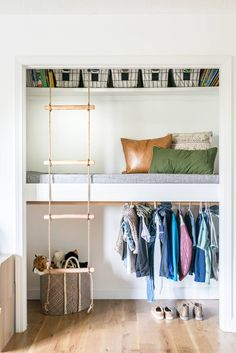 Loft Bed with closet idea is perfect for a kid's space! Learn how to build a loft with this step-by-step tutorial. Loft Closet, Bed In Closet, Build A Closet, Kid Closet, Closet Ideas Kids, Closet Fort For Kids, Build A Loft Bed, Closet Small, Placard Loft