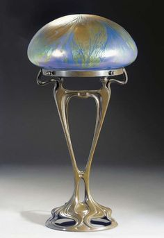 Gustav Gurschner, attributed to (1873-1971) & Johann Lötz Witwe (?). Table lamp. s.d. Patinated metal and glass. s.l.