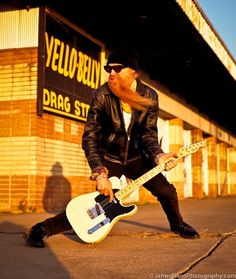 Found few pictures of Billy Gibbons, wearing pretty cool jacket. Music Mix, Music Icon, Rock N Roll Music, Rock And Roll, Billy F Gibbons, Frank Beard, Reverend Guitars, Music Puns, Lemmy Motorhead