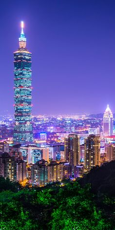 Hike to the top of Elephant Mountain for one of the best views of Taipei City #Taiwan