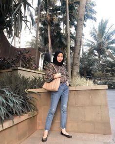 Modern Hijab Fashion, Street Hijab Fashion, Hijab Fashion Inspiration, Muslim Fashion, Look Fashion, Fashion Outfits, Casual Hijab Outfit, Ootd Hijab, Hijab Jeans