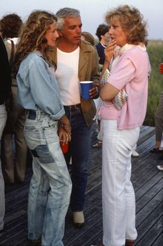 Ralph Lauren, Ricky Lauren, and Barbara Walters, in the Hamptons. Ralph & Ricky could easily wear this today and look amazing. Ralph Lauren Style, Polo Ralph Lauren, 80s Fashion Party, Barbara Walters, Estilo Denim, Trendy Jeans, Stylish Jeans, Iconic Dresses, Denim Fashion