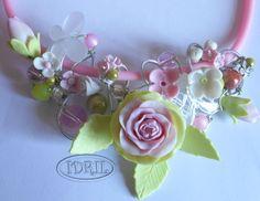 necklace  flowers  made with porcelena fria