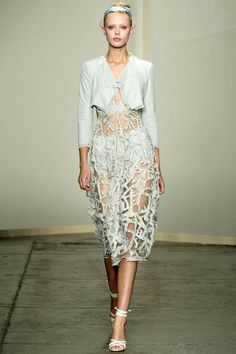 More from Donna Karan Spring 2013 RTW.  From the styling to the makeup, kind of obsessing over this whole show.