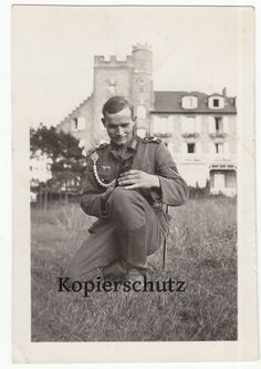 Photo WW2 German Wehrmacht Soldier Man with Cute Little Black Cat and Dagger